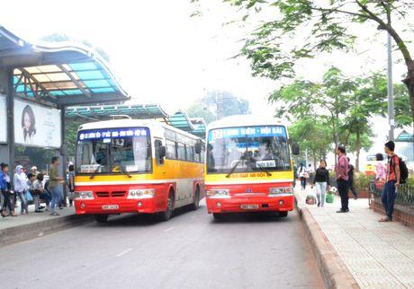 Xe bus kem hap dan giam luong khach, Ha Noi cam xe may the nao? - Anh 1