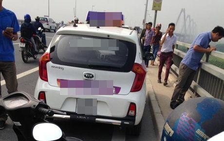 Ha Noi: Uan khuc vu tai xe taxi tu vong duoi cau Nhat Tan - Anh 2