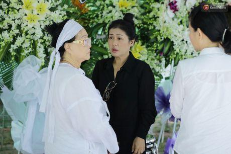 Thanh Loc, Huu Chau va dong nghiep xuc dong vieng tang le NSND Thanh Tong - Anh 10