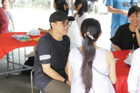 Thanh Loc, Huu Chau va dong nghiep xuc dong vieng tang le NSND Thanh Tong - Anh 8