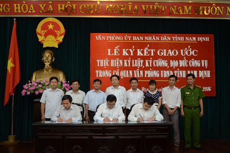 Tinh Nam Dinh khuyen khich bao chi giam sat can bo, cong chuc - Anh 1