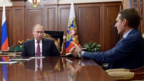 Putin bo nhiem giam doc co quan tinh bao nuoc ngoai - Anh 1
