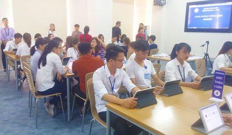 Sinh vien DH Y Duoc Thai Nguyen hoc bang may tinh bang - Anh 2