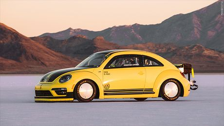 Volkswagen Beetle pha ky luc the gioi voi toc do 330 km/h - Anh 1
