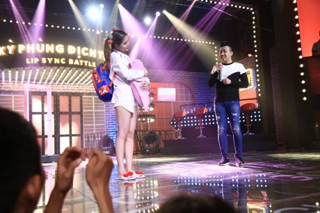 Ngoc Trinh nung niu doi lam ban gai cua Tran Thanh - Anh 2