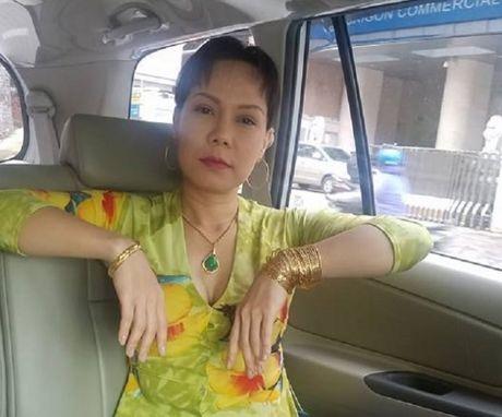 Viet Huong bi 'nem da' vi khoe vang - Anh 1