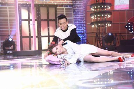 Ngoc Trinh mac do ngu hat hit cua Hari Won - Anh 1