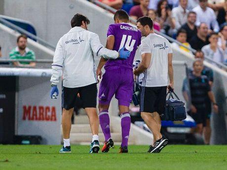 Real Madrid xac nhan Casemiro gay xuong chan, nghi 2 thang - Anh 2