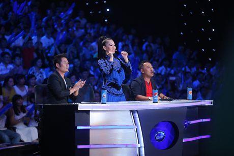 Vietnam Idol: MC Phan Anh tro mat truoc hanh dong la cua Thu Minh - Anh 2