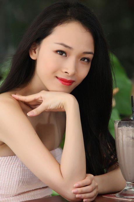 Duong cong nong bong cua hoa hau bi to lua dao Phuong Nga - Anh 3