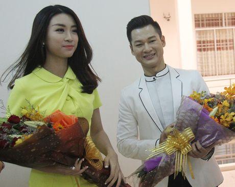 Hoa hậu Đỗ Mỹ Linh, ca sĩ Đức Tuấn quảng bá đảo Lý Sơn