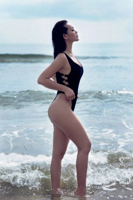 Mai Ngo dien bikini khoe vong ba dep 'nhuc mat' o bai bien - Anh 2