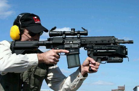 Sung truong HK-416 lai sung phong luu M320: 'Than chet la day' - Anh 5