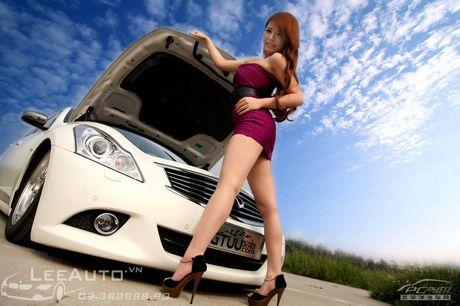 'Hot teen' Chau A khoe dang ben xe the thao Infinity G37 - Anh 11