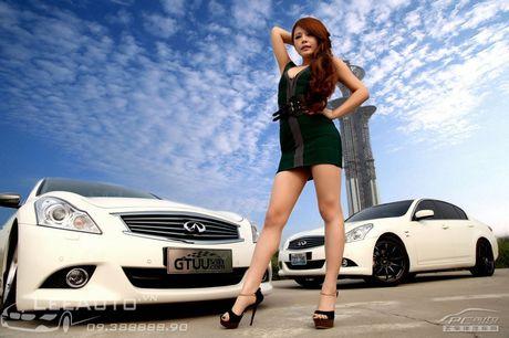 'Hot teen' Chau A khoe dang ben xe the thao Infinity G37 - Anh 1