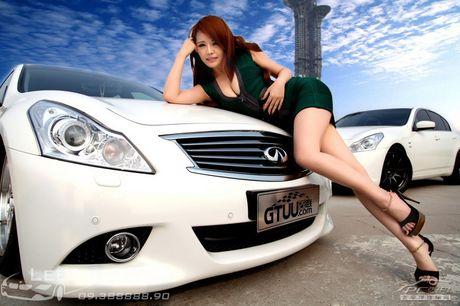 'Hot teen' Chau A khoe dang ben xe the thao Infinity G37 - Anh 3
