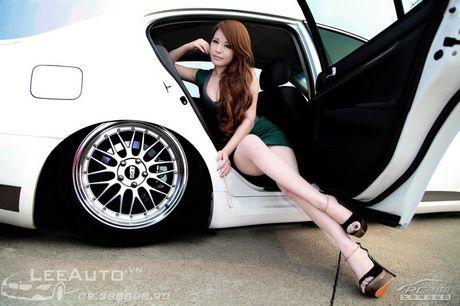 'Hot teen' Chau A khoe dang ben xe the thao Infinity G37 - Anh 9