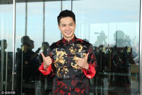 """""""Chi ca TVB"""" Duong Di deo vang nang triu tay trong ngay cuoi - Anh 3"""