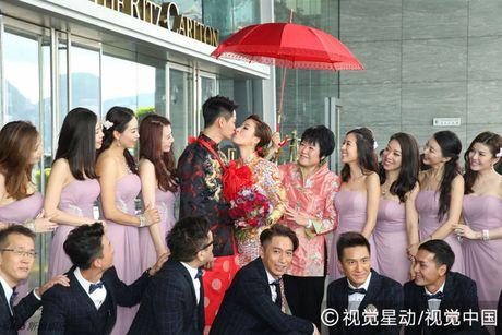 """""""Chi ca TVB"""" Duong Di deo vang nang triu tay trong ngay cuoi - Anh 6"""