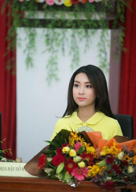 Hanh dong ga-lang cua Duc Tuan khi gap Hoa hau Do My Linh - Anh 5