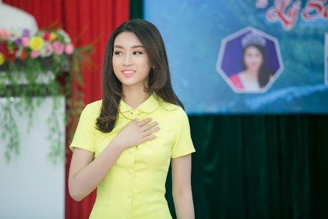 Hanh dong ga-lang cua Duc Tuan khi gap Hoa hau Do My Linh - Anh 6