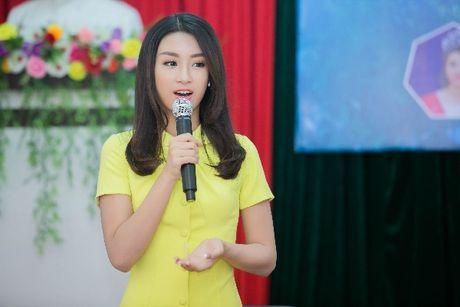 Hanh dong ga-lang cua Duc Tuan khi gap Hoa hau Do My Linh - Anh 7