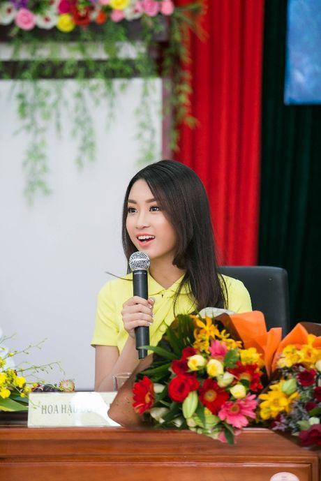 Hanh dong ga-lang cua Duc Tuan khi gap Hoa hau Do My Linh - Anh 9