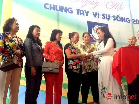 Ca si Phi Hung dang ky hien mo tang de 'Chung tay vi su song' - Anh 8