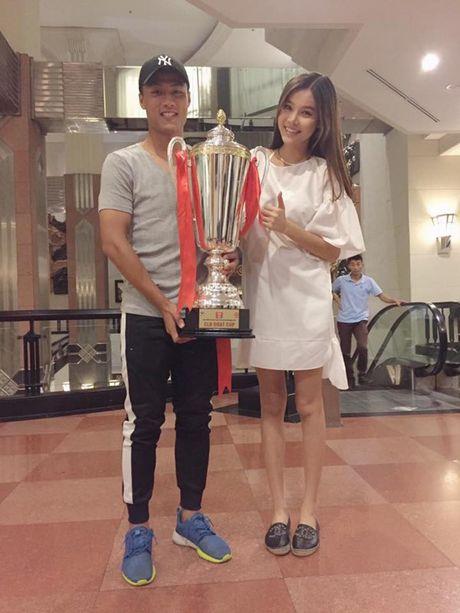 Ky Han mang thai con dau long voi Mac Hong Quan - Anh 1
