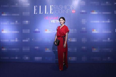 Dan Hoa hau, A hau 'do bo' tham do Elle Fashion Journey - Anh 1