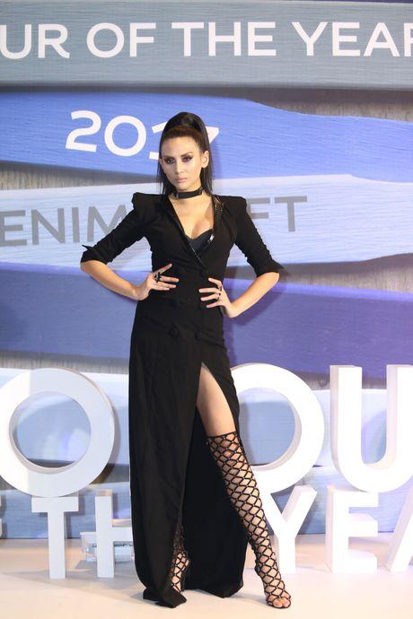 Dan Hoa hau, A hau 'do bo' tham do Elle Fashion Journey - Anh 3