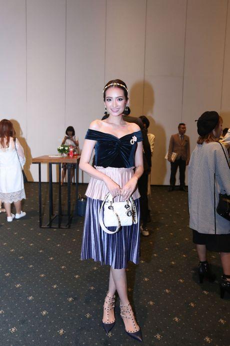 Dan Hoa hau, A hau 'do bo' tham do Elle Fashion Journey - Anh 4