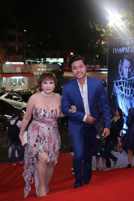 Vu Hoang Viet va nguoi tinh U60 tinh tu di xem show cua Mr. Dam - Anh 4