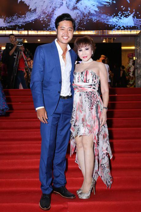 Vu Hoang Viet va nguoi tinh U60 tinh tu di xem show cua Mr. Dam - Anh 5