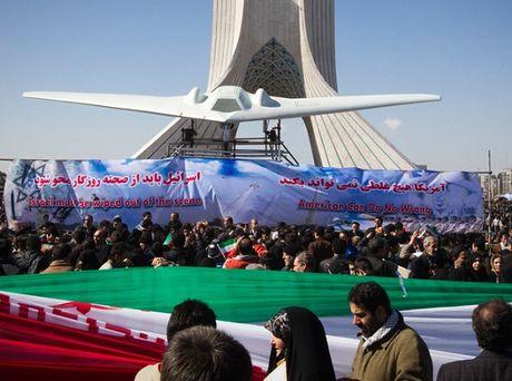 Iran trinh lang mau UAV nhai thiet ke My - Anh 1