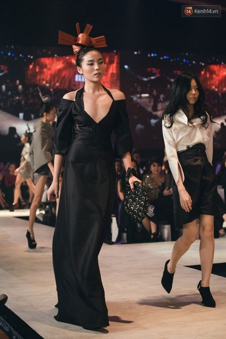 Hoa hau Ky Duyen la lam tai xuat tren san catwalk - Anh 3