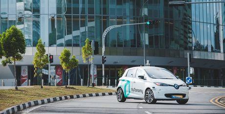 Cho phep goi xe tu lai bang smartphone, Grab quyet tam danh bai Uber - Anh 1