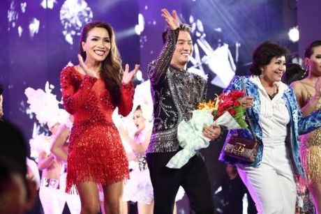 Dam Vinh Hung nen dau hat nhay cuc sung trong Diamond show hon 2 tieng ruoi - Anh 10