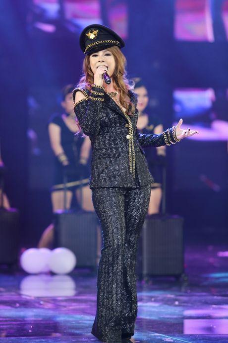 Dam Vinh Hung nen dau hat nhay cuc sung trong Diamond show hon 2 tieng ruoi - Anh 11