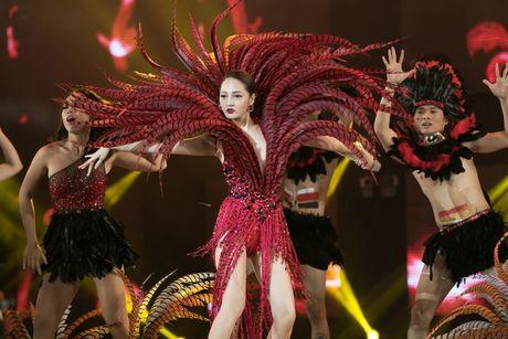 Dam Vinh Hung nen dau hat nhay cuc sung trong Diamond show hon 2 tieng ruoi - Anh 12