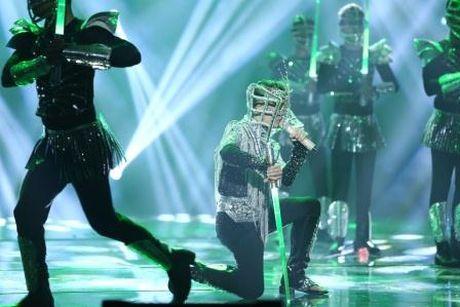 Dam Vinh Hung nen dau hat nhay cuc sung trong Diamond show hon 2 tieng ruoi - Anh 6