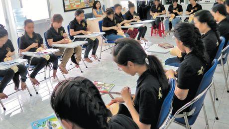 'Mo duong' cho hang ngan phu nu bat hanh tro ve voi doi - Anh 1