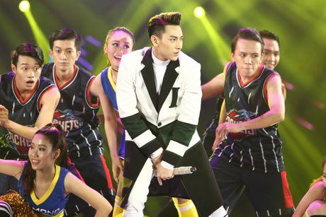 Man nhan voi 'sieu show' 12 ti dong, 600 bo trang phuc cua Mr Dam - Anh 22