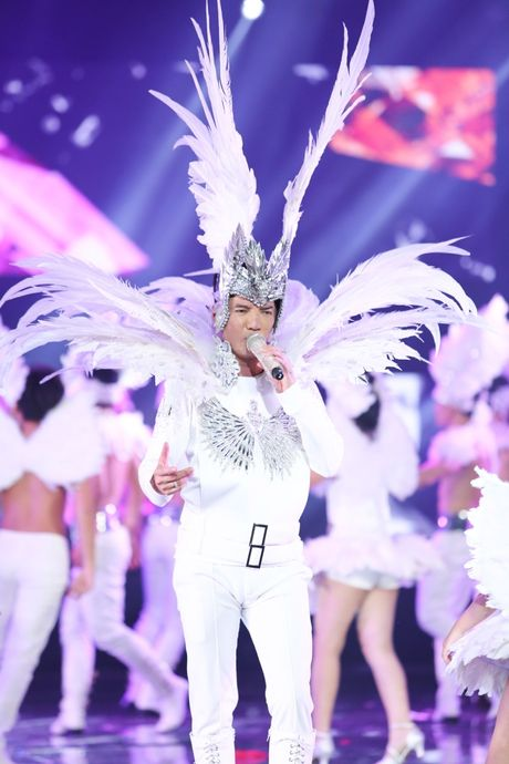 Man nhan voi 'sieu show' 12 ti dong, 600 bo trang phuc cua Mr Dam - Anh 25