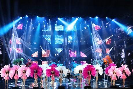 Man nhan voi 'sieu show' 12 ti dong, 600 bo trang phuc cua Mr Dam - Anh 8