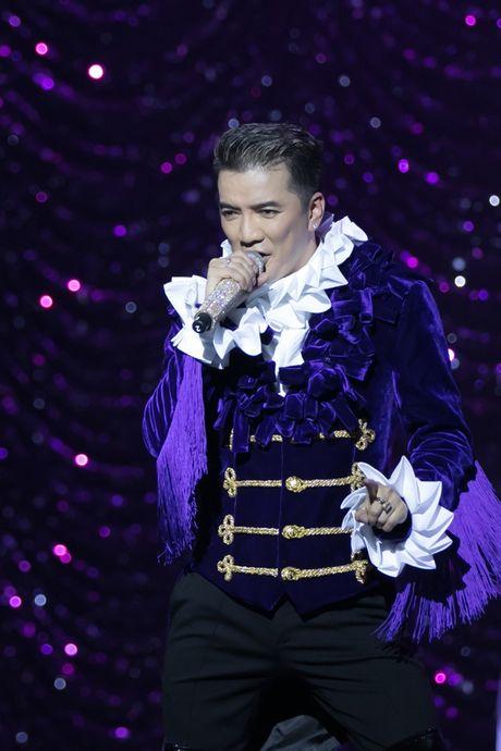 Liveshow 20 nam ca hat cua Dam Vinh Hung: Hoanh trang, mau sac nhu Las Vegas thu nho - Anh 15