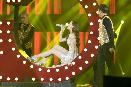 Liveshow 20 nam ca hat cua Dam Vinh Hung: Hoanh trang, mau sac nhu Las Vegas thu nho - Anh 17