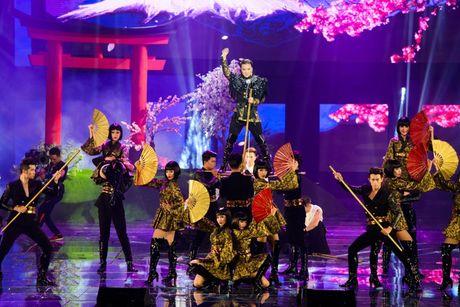 Liveshow 20 nam ca hat cua Dam Vinh Hung: Hoanh trang, mau sac nhu Las Vegas thu nho - Anh 20