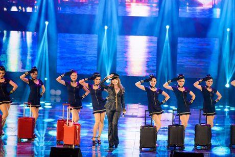 Liveshow 20 nam ca hat cua Dam Vinh Hung: Hoanh trang, mau sac nhu Las Vegas thu nho - Anh 29