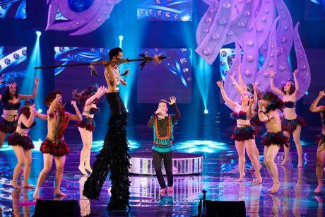 Liveshow 20 nam ca hat cua Dam Vinh Hung: Hoanh trang, mau sac nhu Las Vegas thu nho - Anh 2